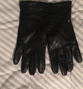 Кожаные перчатки . Женские