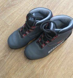 Ботинки лыжные 34 б/ у; 37 размер новые