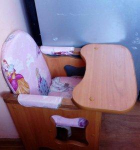 Детский стульчик для кормления .