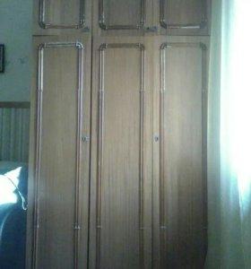 Шкаф с антресолями.