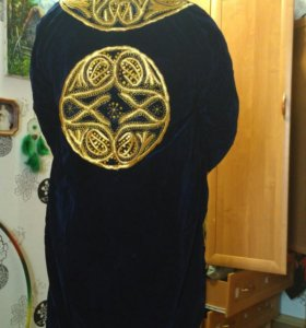 Восточный халат, расшитый золотой нитью
