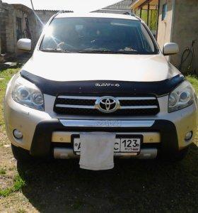 Автомобиль Toyota RAV-4