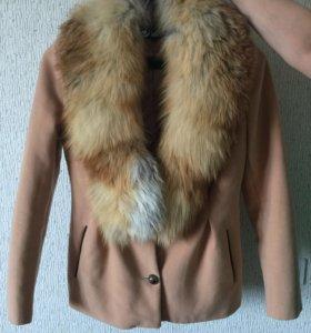 Пальто с натуральным мехом лисы