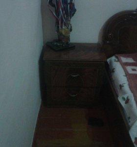 Кровать,комод с зеркалом и тумбочки