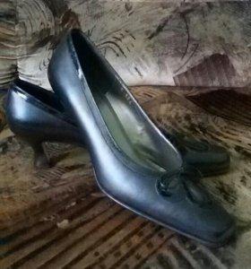 Итальянские туфли Roberto Capucci.