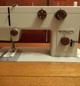 Швейная машинка ножная с подсветкой Чайка 143