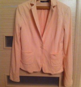 Пиджак (нежно розового цвета)