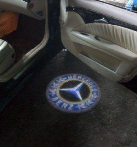 Декоративная подсветка в двери автомобилей