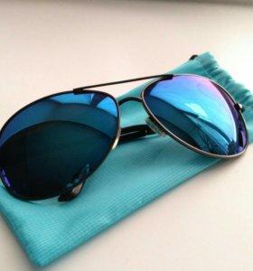 Солнечные очки с чехлом