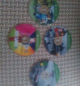 Диски Xbox One. 1 диск 900 рублей.