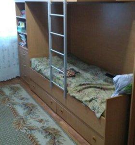 Кровать двухярусная с ящиками и полками