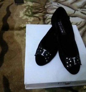 Туфли женские замшевые со стразами.НОВЫЕ