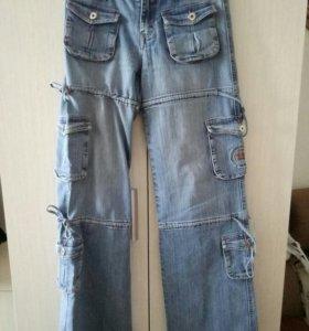 Спортивные джинсы.