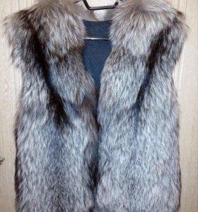 Меховая жилетка натуральный мех чернобурки