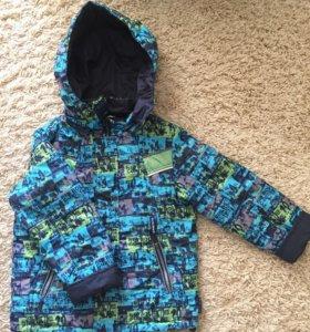 б/у демисезон.куртка для мальчика р.122