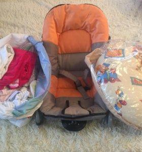 Шезлонг ,пакет вещей,подушка для кормления