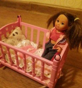Кукла и кроватка