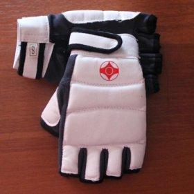 Перчатки киокусинкай (новые)