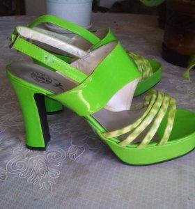 Туфли новые 38 39 размер