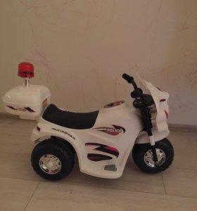 Трехколёсный скутер полиция