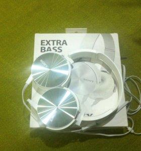 Наушники Sony с системой ExtroBass