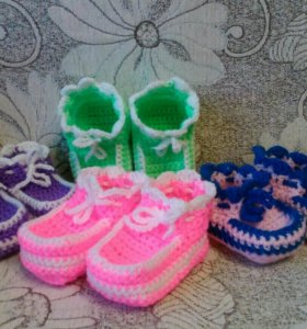 Пинетки, кофточки, шапочки для новорожденных