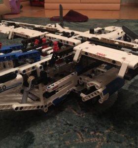 Lego Technic 42025 - грузовой самолёт