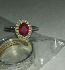 Кольцо с рубинам. Серебро 925 пр.