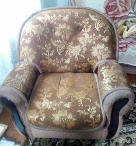 Диван и два кресла)