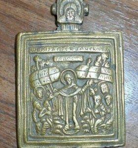 Старинная литая иконка образок 18 век Божья Матерь