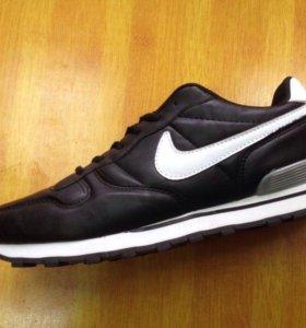 Nike чёрные новые кроссовки .