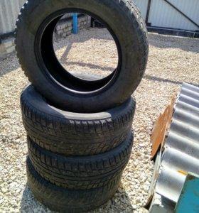 Резина (шины) зимняя шипованная