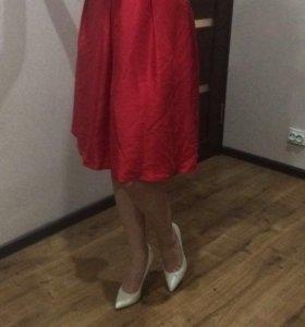 Платье шелковое,в идеальном состоянии,ни разу ни о
