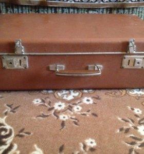 Раритетный чемодан 50 годов, нормальное состояние.