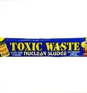 Конфета Toxic Waste «Nuclear sludge Bar» малина