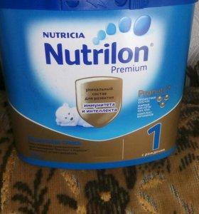 Продаю молочную смесь Nutrilon Premiym1