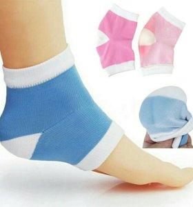 Носки с силиконовой увлажняющей пяточкой.