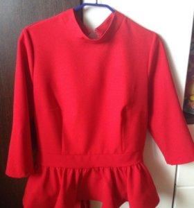 Двойка юбка и блуза с баской
