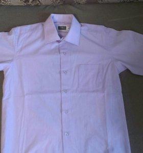 Рубашка школьная с коротким рукавом.
