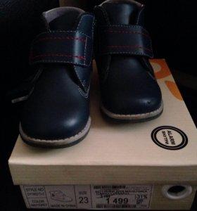 Ботинки для мальчика 23размер