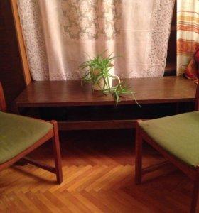 Журнальный стол и 2 стула