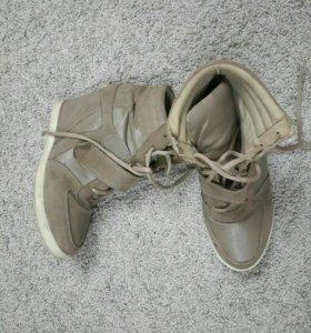 Ботинки на скрытой платформе 38-39р