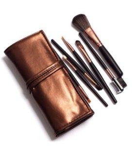 Набор кистей для макияжа в чехле