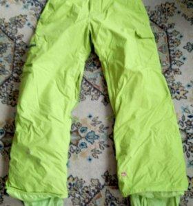 Штаны для занятий сноубордом, горными лыжами.