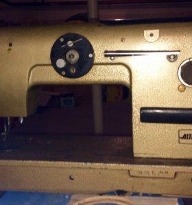 Швейная машинка профессиональная