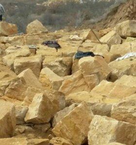 Камень ручной рубки Гелинбатанский и Рукельский