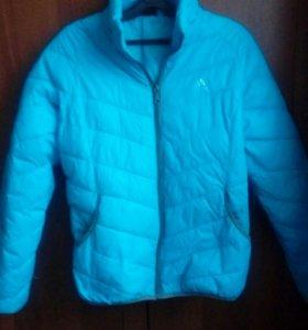 Весенняя спортивная куртка