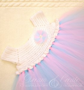 Вязаное платье с пышной юбкой для девочки