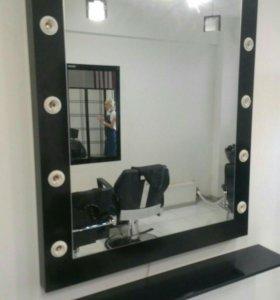 Гримерное зеркало с полочкой