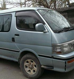 Таёта HAEC микроавтобус
